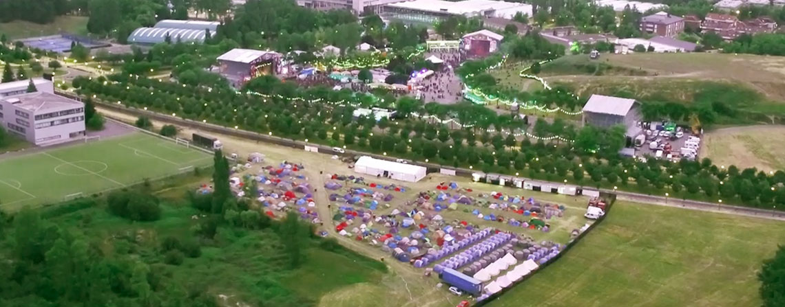 Zona acampada en Azkena Rock Festival