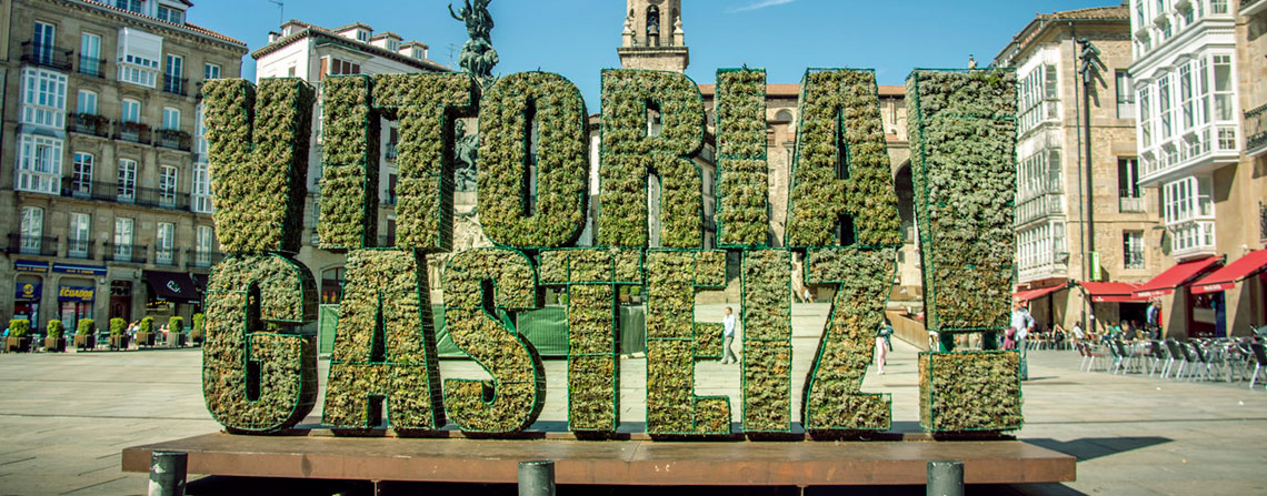escultura hierba vitoria-gasteiz